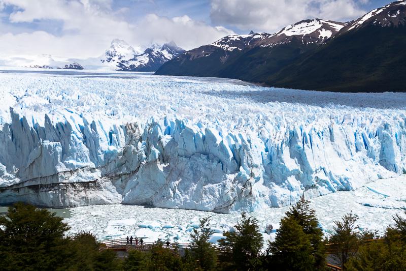 Sehen Sie die Menschen im Vordergrund dieses Fotos des Andengletschers Perito Moreno? Nur durch diesen Vergleich erhalten Sie einen wirklichen Eindruck von den gigantischen Ausmaßen dieser Eismassen. (24 mm; f9; 1/1250 s; ISO 200, Stativ)