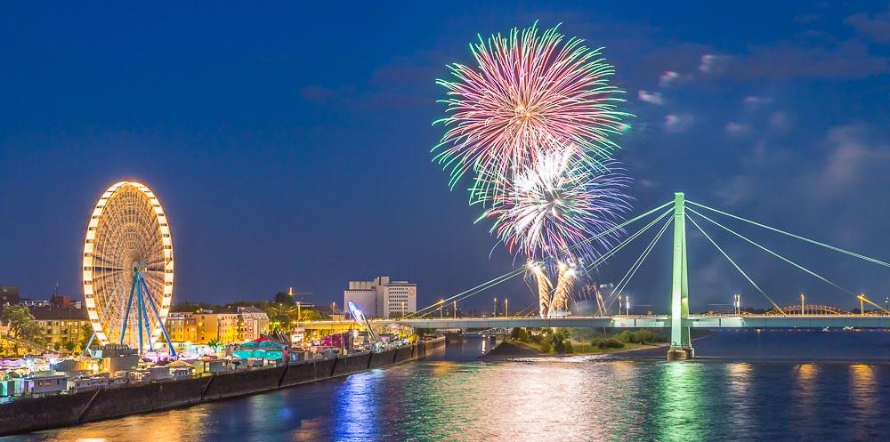 Köln Deutz Frühjahrskirmes und Feuerwerk